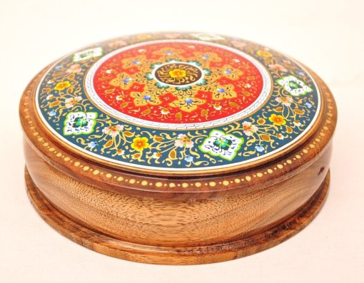 hand-painted papermache box; laquer miniature; artist painting