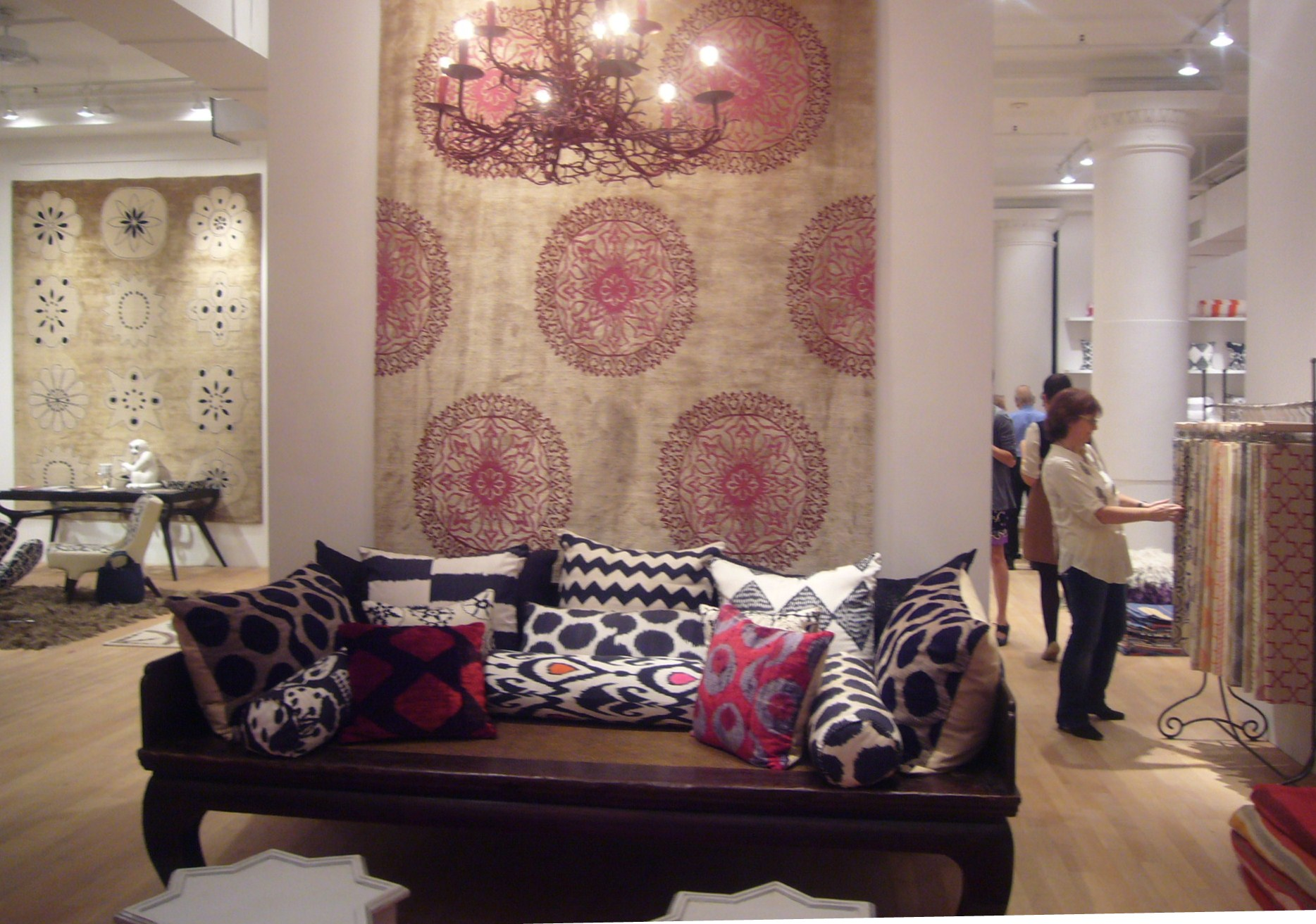 Turning Ikat Fabric Into Ideal Home Decor Alesouk Grand