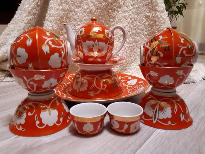 Red Pakhtagul tea-set